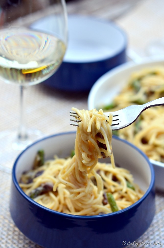 Vegetarian Carbonara with Mushrooms and Asparagus - www.cookingcurries.com (5)