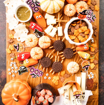 Assortment of things on a Hallween themed snack board