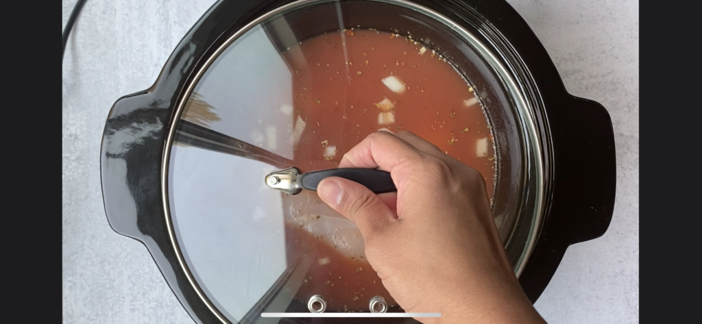 hand closing the crockpot with a lid