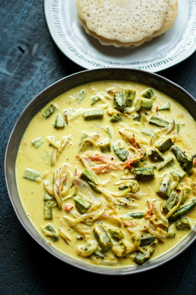 okra curry in a grey bowl
